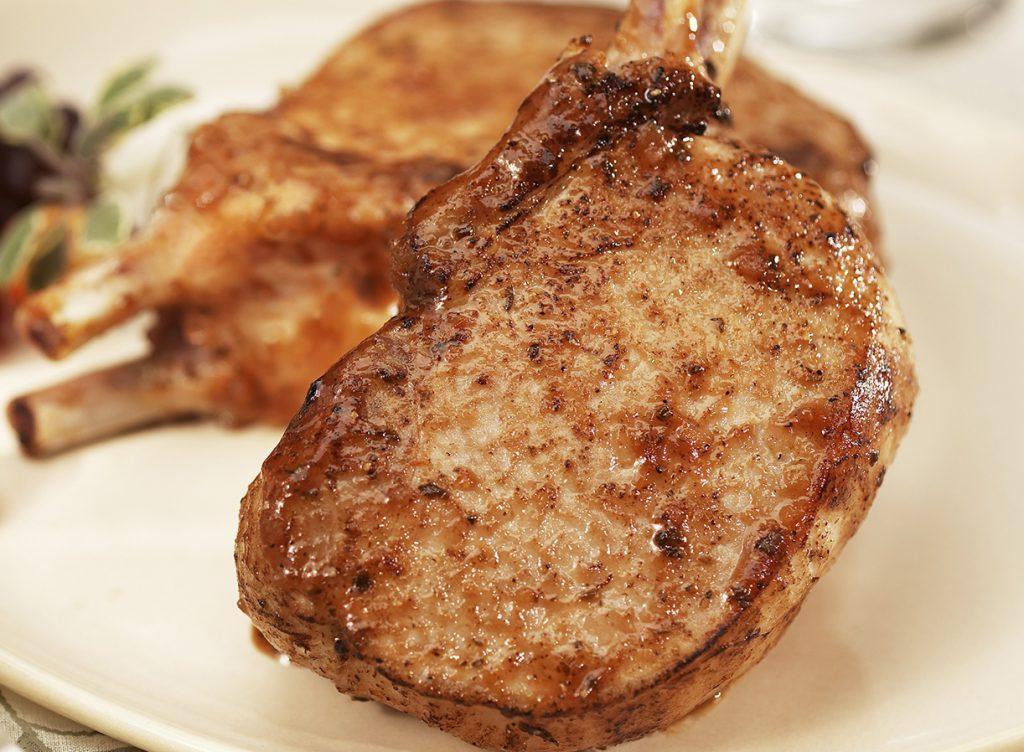 Классический рецепт стейка из свинины на сковороде