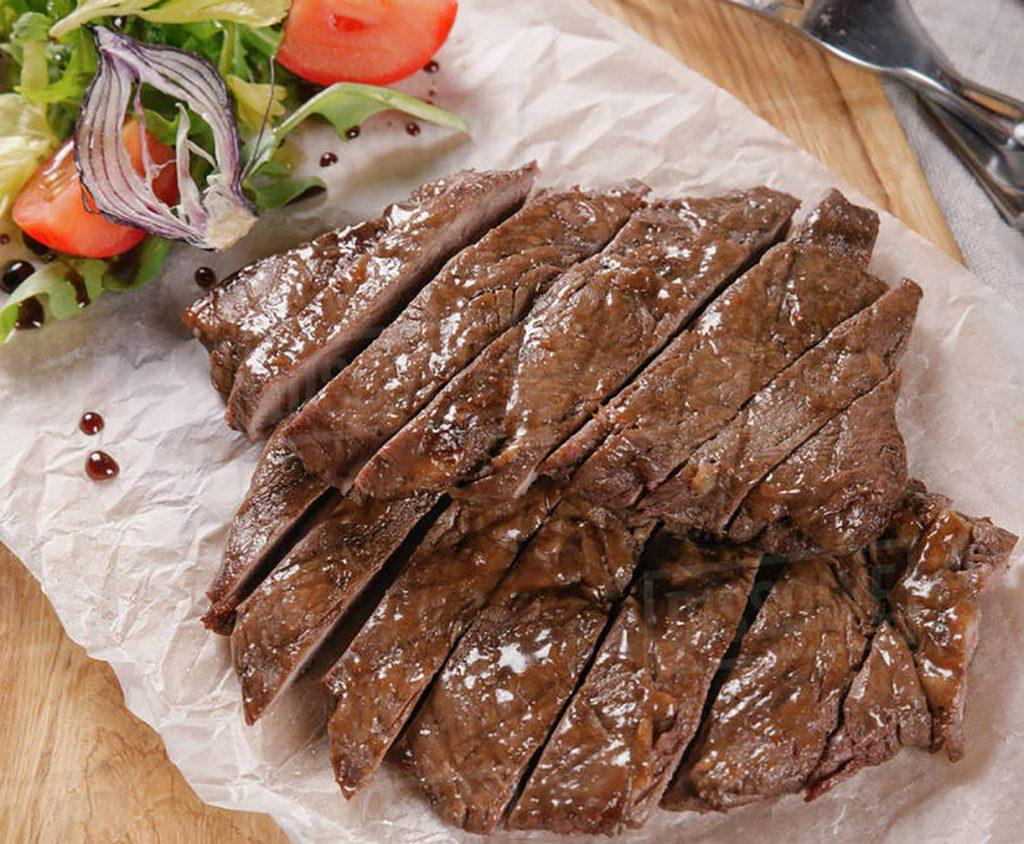 Подача говяжьего стейка