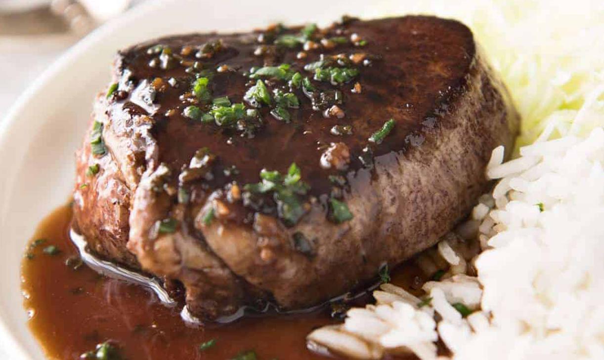 Свиной стейк в соево-имбирном маринаде