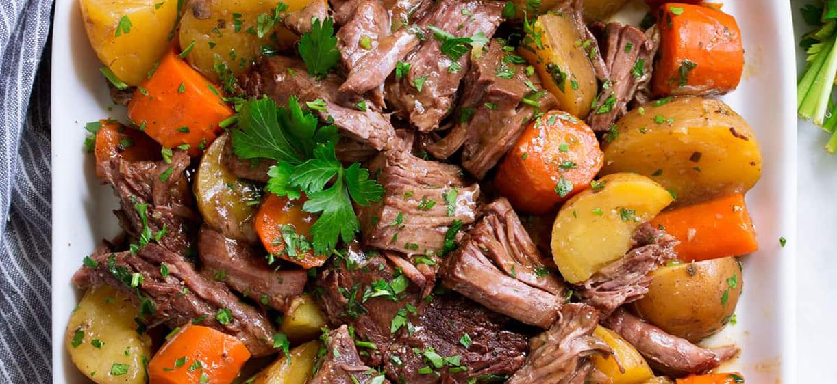 Тушеная корейка с картофелем и морковью