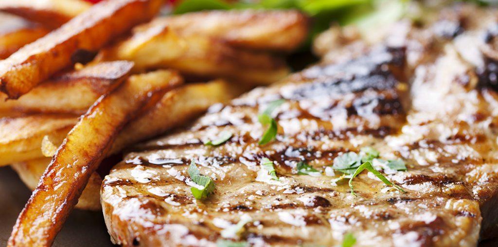 Антрекот из свинины жареный на сковороде