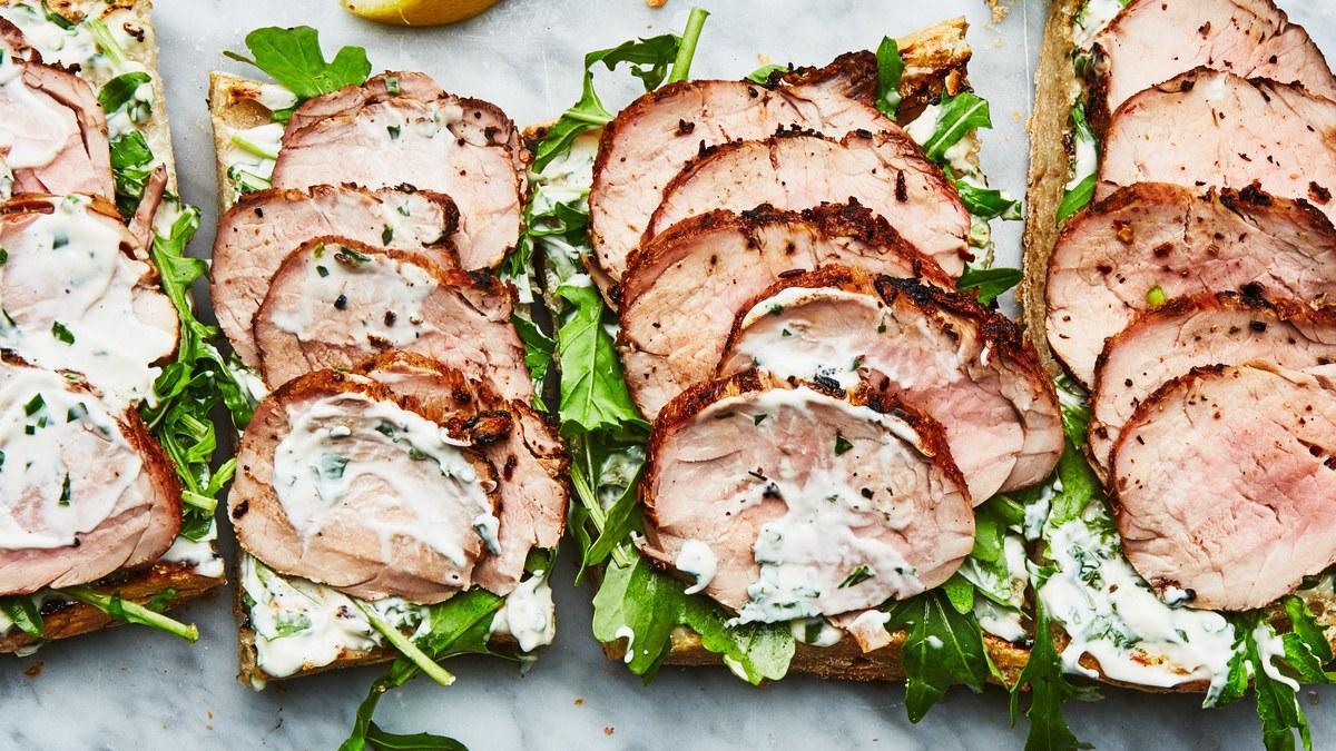Бутерброды с карбонадом и овощами