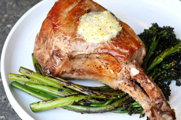 Что такое свиной антрекот: вкусные рецепты на сковороде и в духовке
