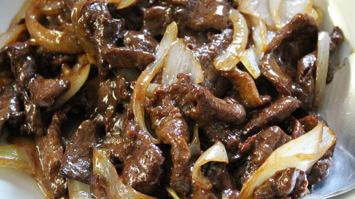 Классический рецепт тушеной говядины с луком