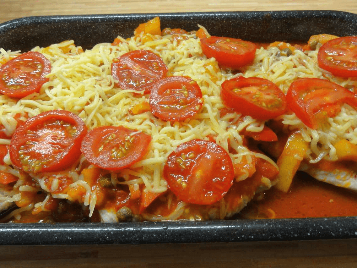 Шницель из свинины с помидорами и сыром в духовке