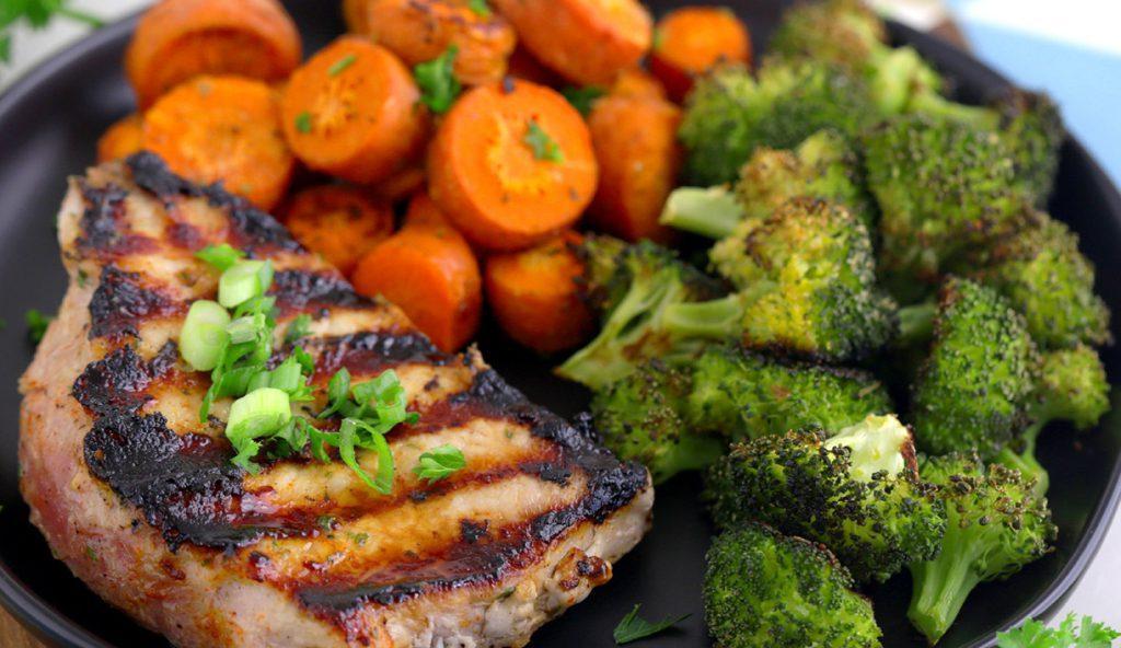 Запеченые овощи с отбивными