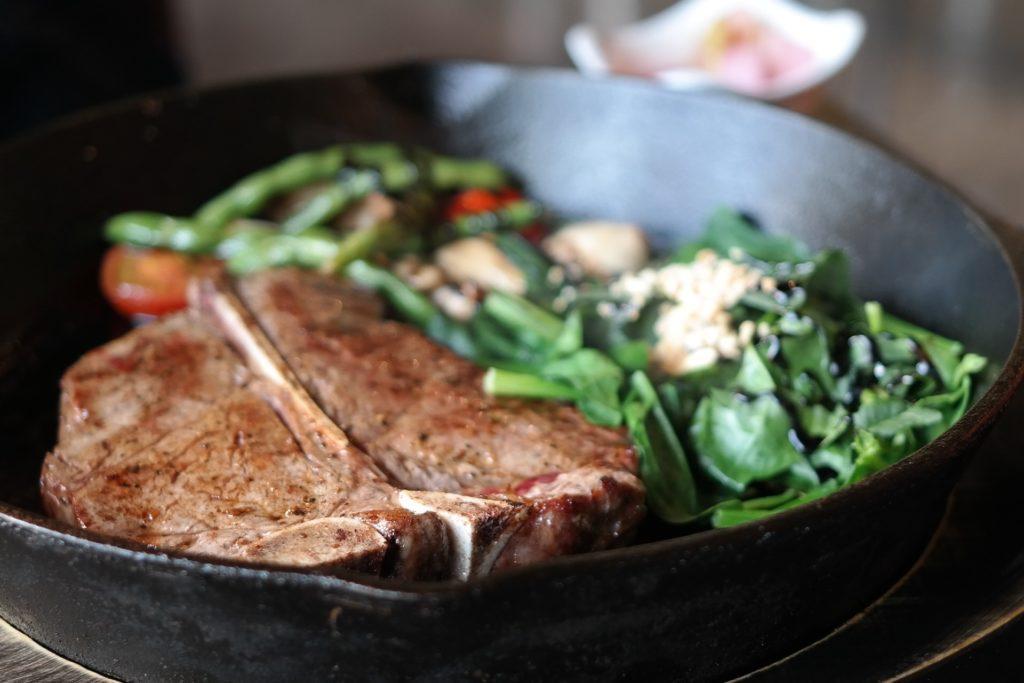 флорентийский стейк с овощами