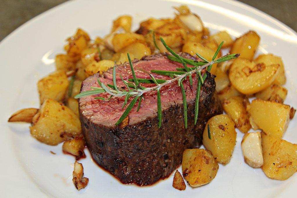 стейк шатобриан с картофелем