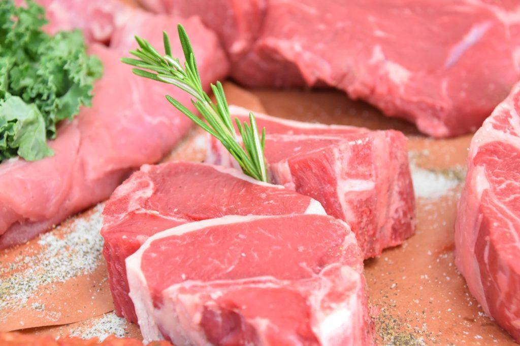 сырое мясо куски