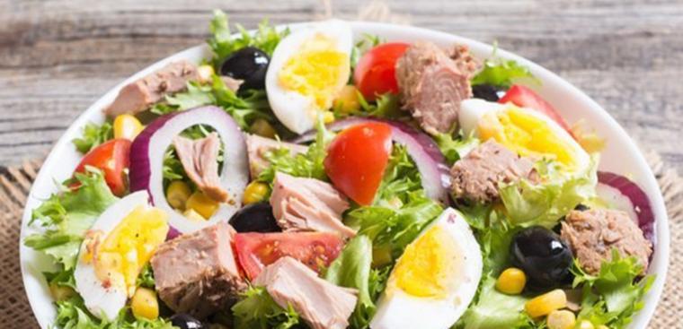 Свежий и легкий салат с отварной говядиной