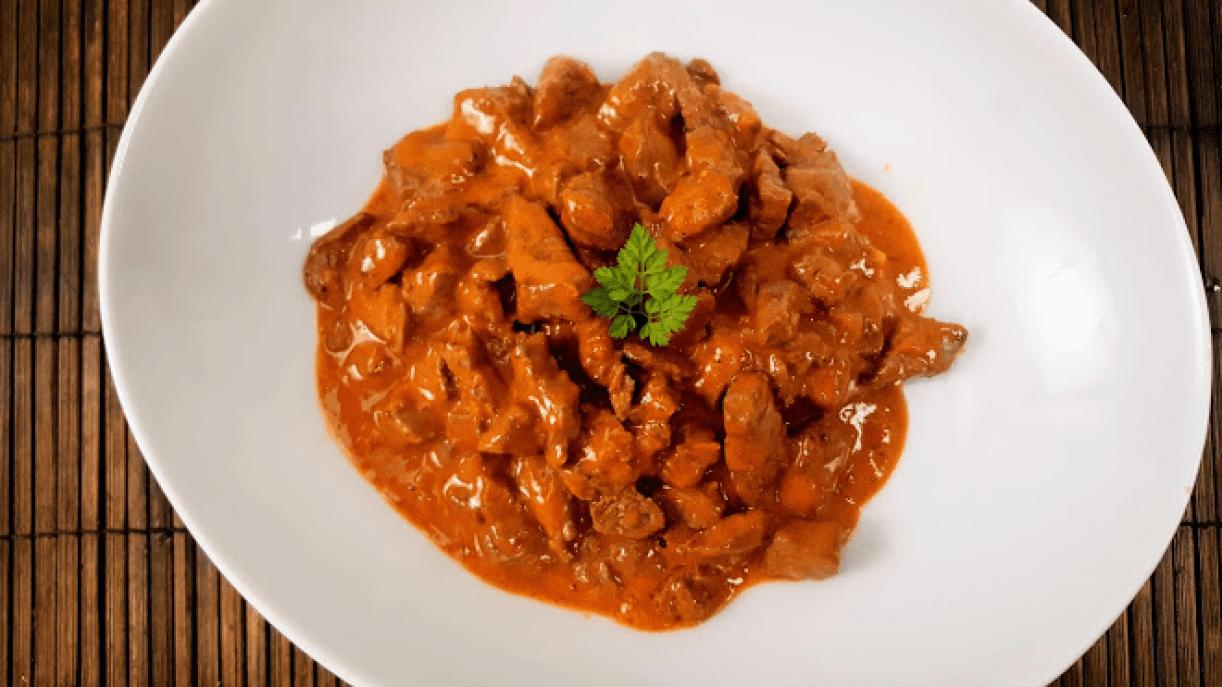 Бефстроганов из говядины со сметаной и томатной пастой