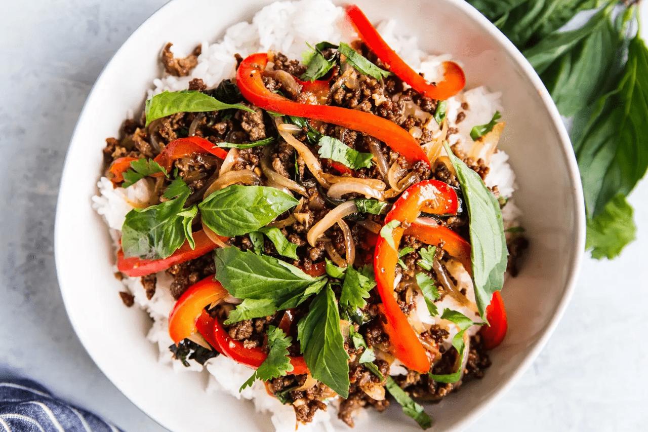 Мясо по-тайски с базиликом из фарша