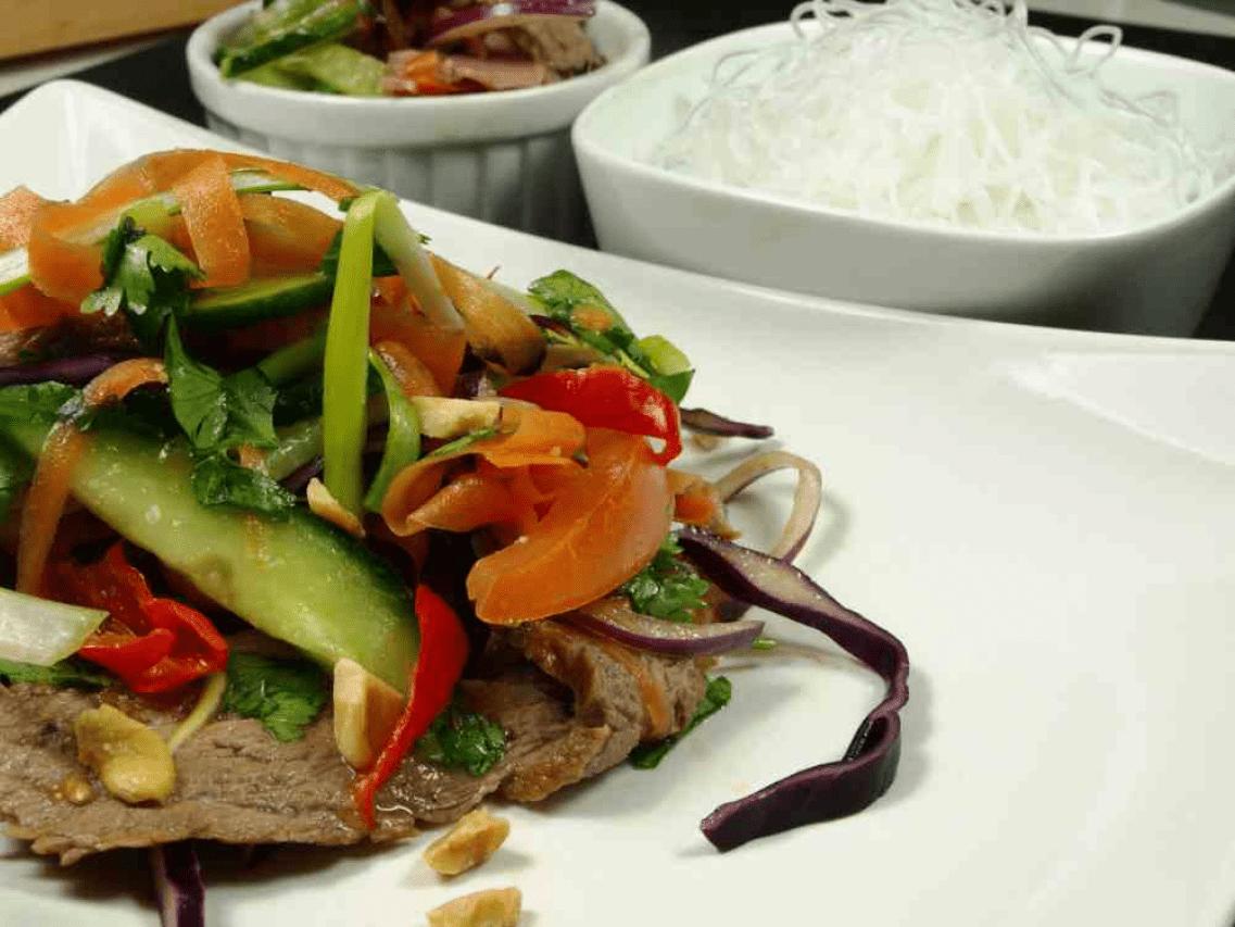 Мясо по-тайски с овощами